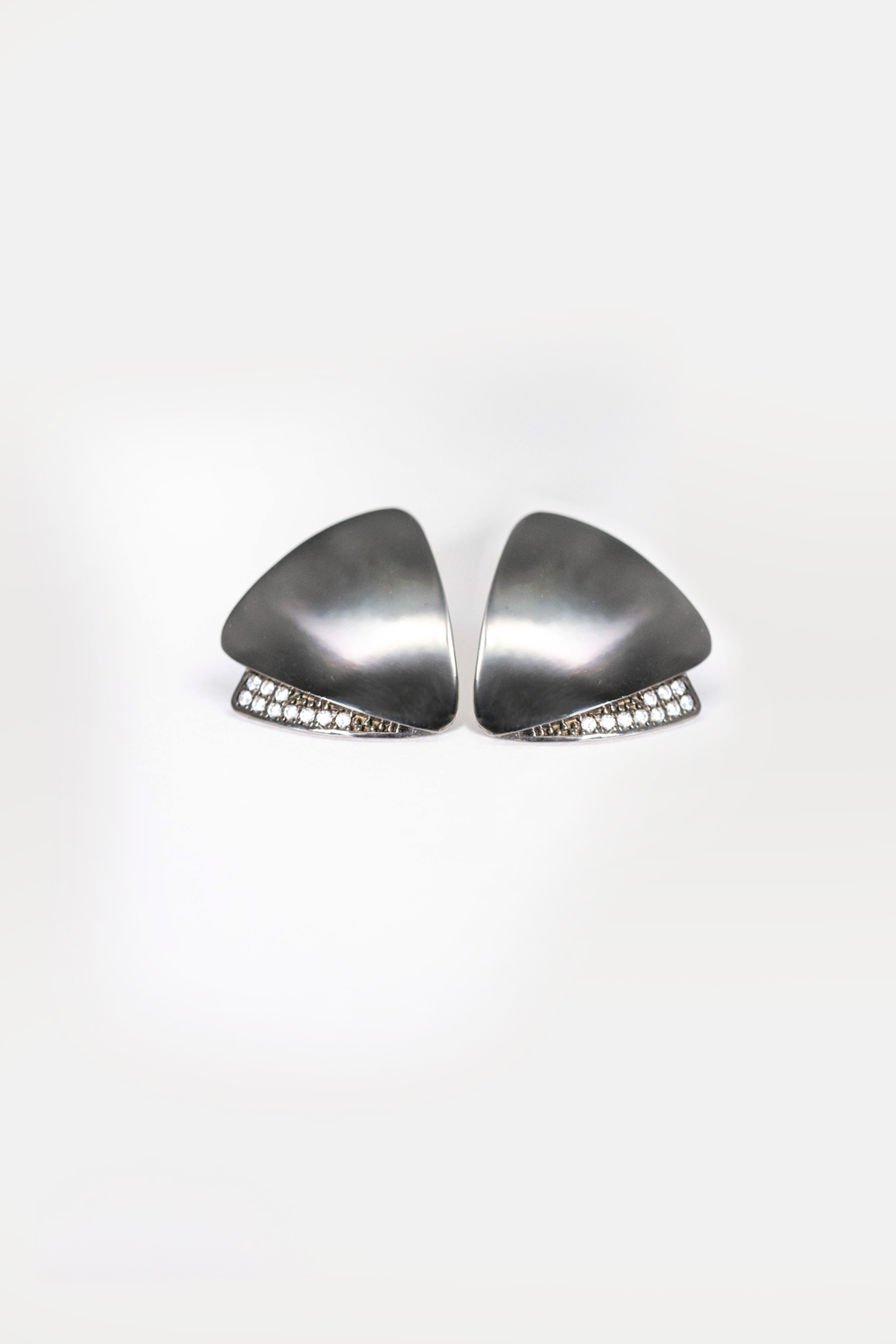 black rhodium plated earrings, triangle shaped earrings, sterling silver, silver 925, white stone